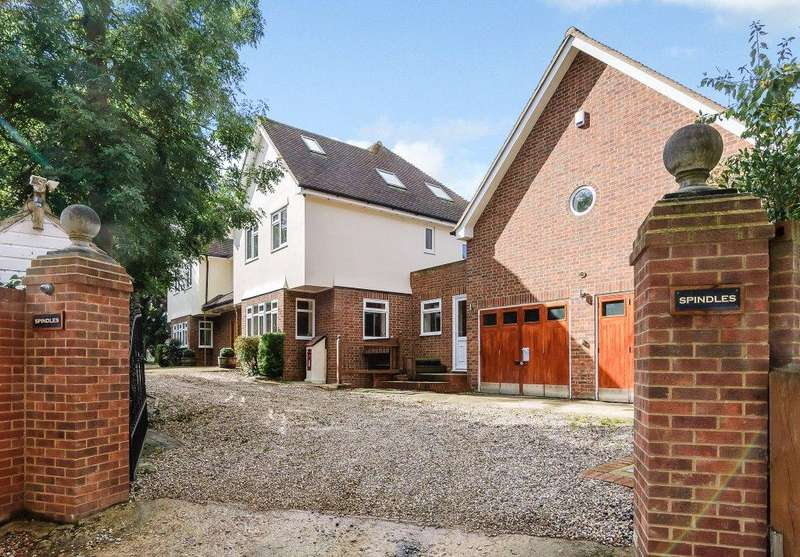6 Bedrooms Detached House for sale in Spindles Lane, Stansted, CM24
