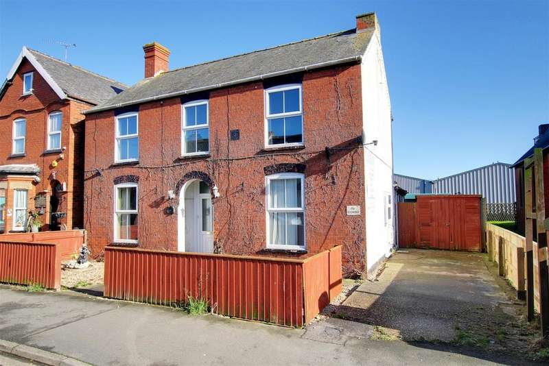 5 Bedrooms Detached House for sale in Victoria Road, Mablethorpe