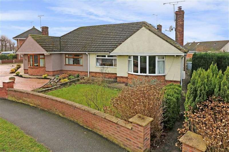 3 Bedrooms Semi Detached Bungalow for sale in Queens Drive, Sandbach