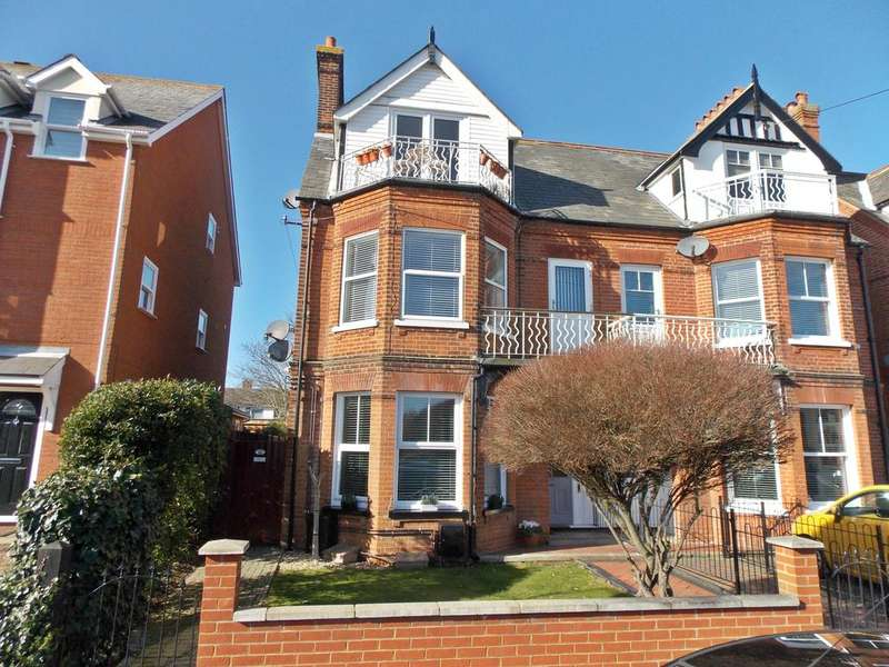 4 Bedrooms Flat for sale in Bath Road, Felixstowe, IP11