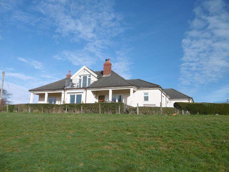4 Bedrooms Bungalow for sale in Maes Yr Haf, Llangadog, Carmarthenshire.