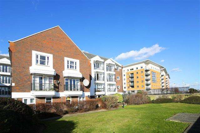 1 Bedroom Flat for sale in Waldair Court, Royal Docks