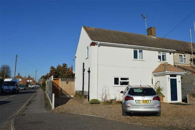 3 Bedrooms Semi Detached House for sale in Rochford Garden Way, Rochford, Essex