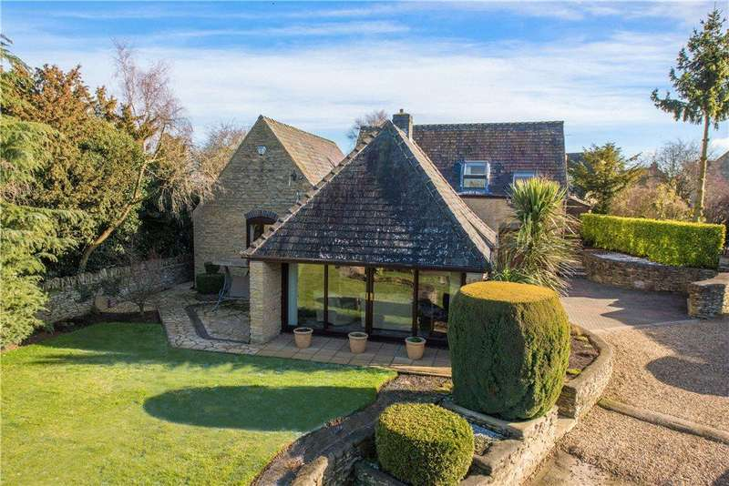 3 Bedrooms Detached House for sale in Main Road, Farthinghoe, Northamptonshire