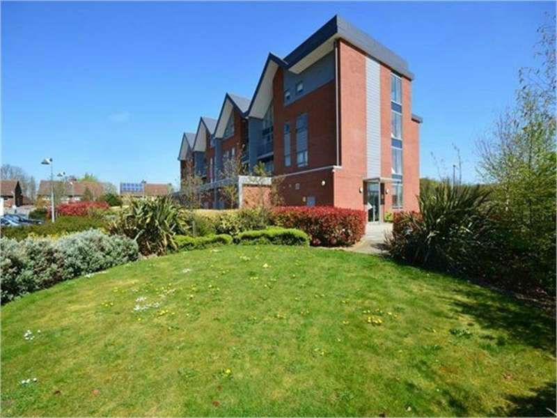 2 Bedrooms Flat for rent in Green View Court, School Mead, ABBOTS LANGLEY, Hertfordshire