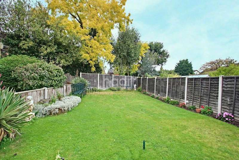 2 Bedrooms Semi Detached House for sale in Barnwell Drive, Hockley