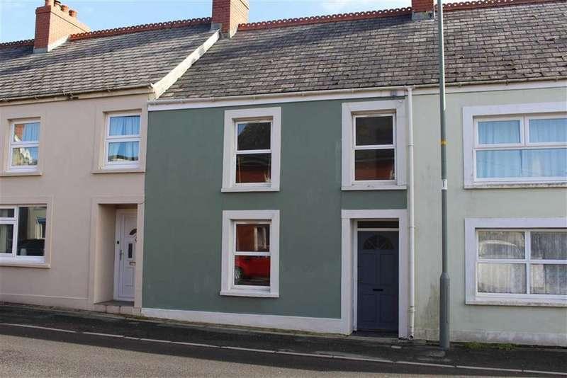 3 Bedrooms Terraced House for sale in Masons Row, Clynderwen, Pembs