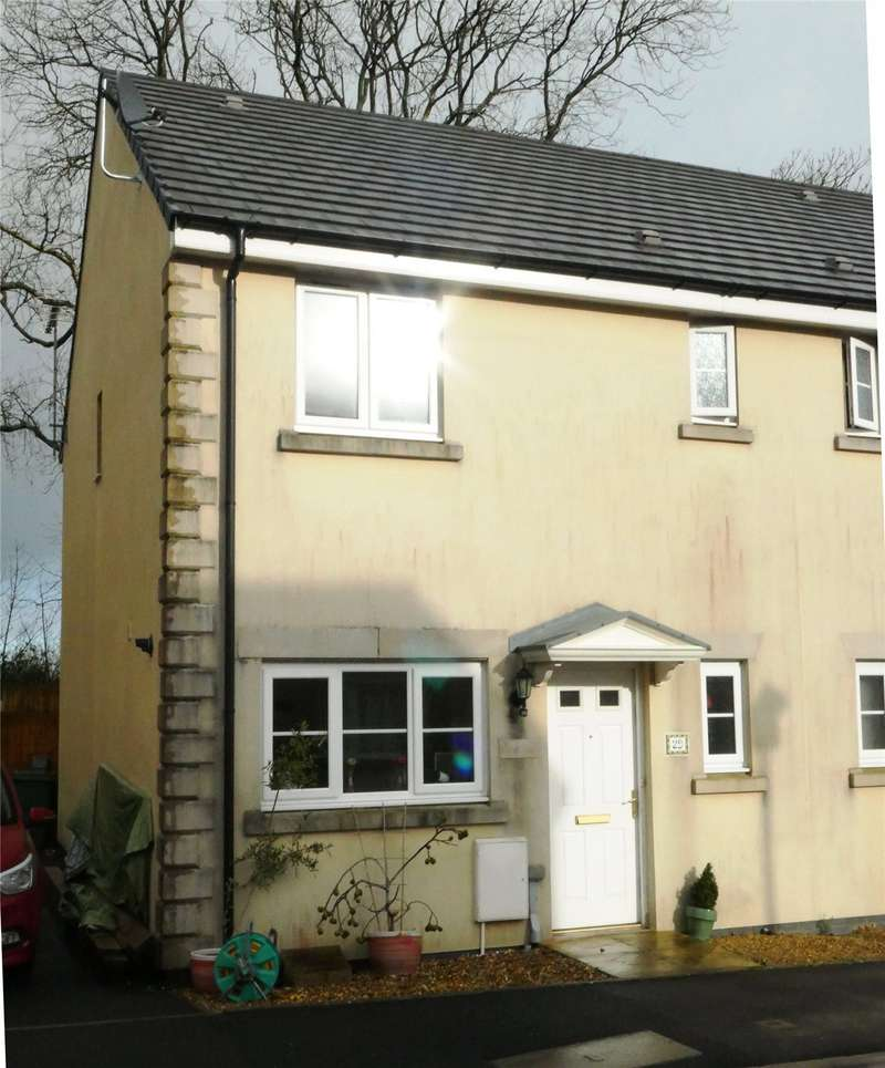 3 Bedrooms Semi Detached House for sale in Redstone Court, Narberth, Pembrokeshire