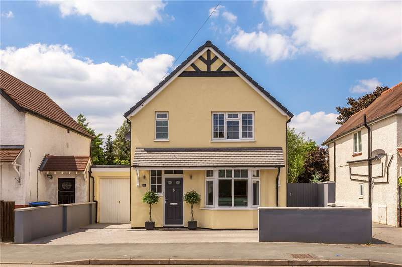 4 Bedrooms Detached House for sale in Weir Road, Chertsey, Surrey, KT16