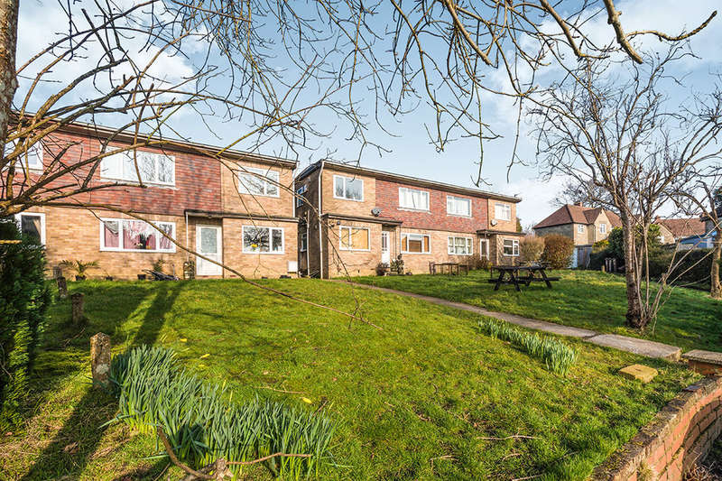 2 Bedrooms Flat for sale in Swaylands Avenue, Crowborough, TN6