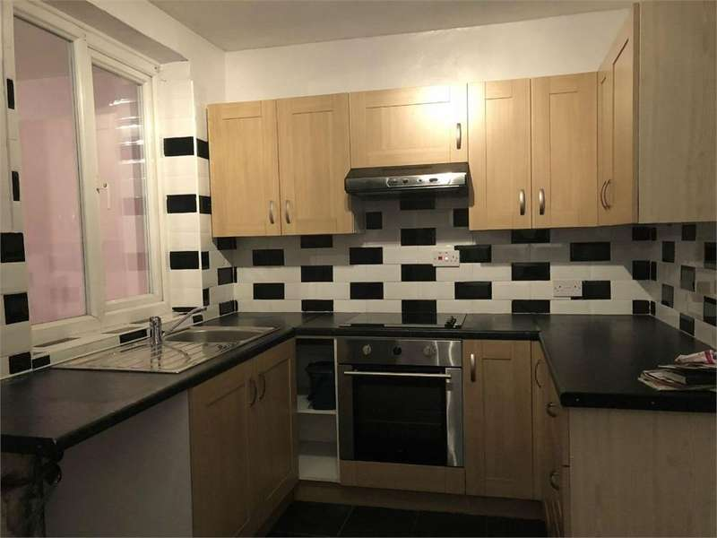 2 Bedrooms Maisonette Flat for rent in The Drive, Feltham, Greater London
