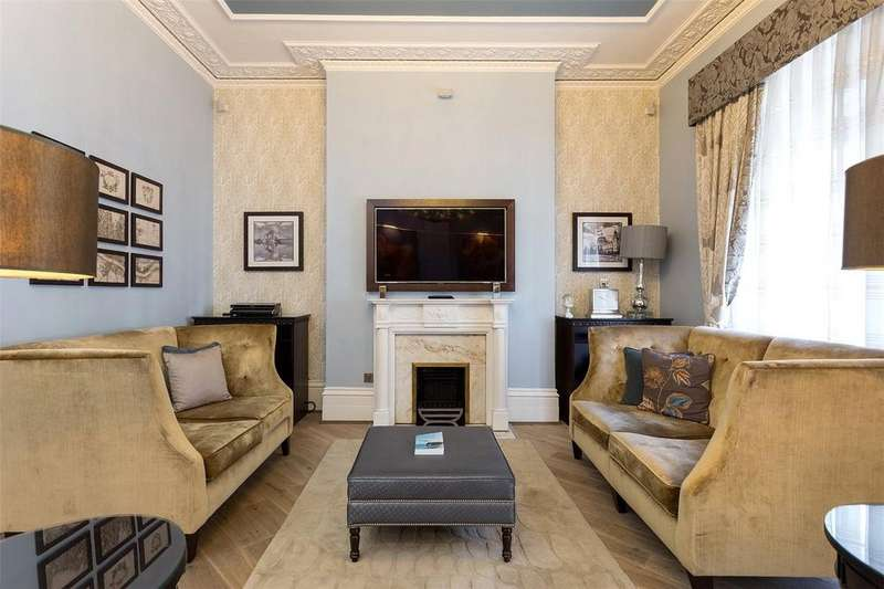 3 Bedrooms Flat for rent in Half Moon Street, London, W1J