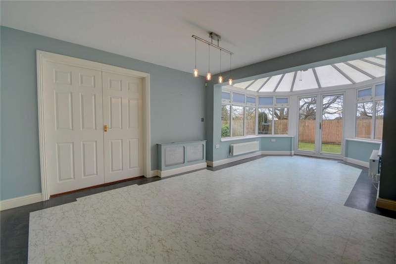 5 Bedrooms Detached House for rent in Canada Way, Liphook, Hampshire