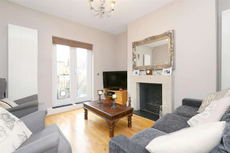 3 Bedrooms Flat for sale in Nevill Road, London