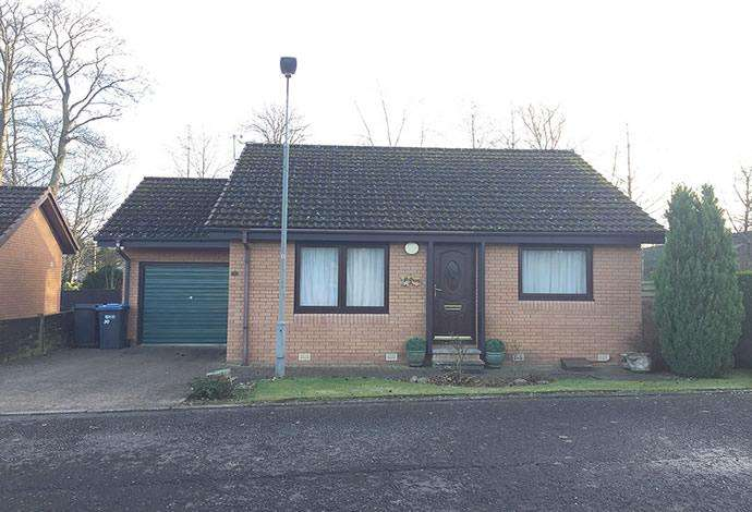 2 Bedrooms Bungalow for sale in 30 Hendersyde Park, Kelso, TD5 7TU