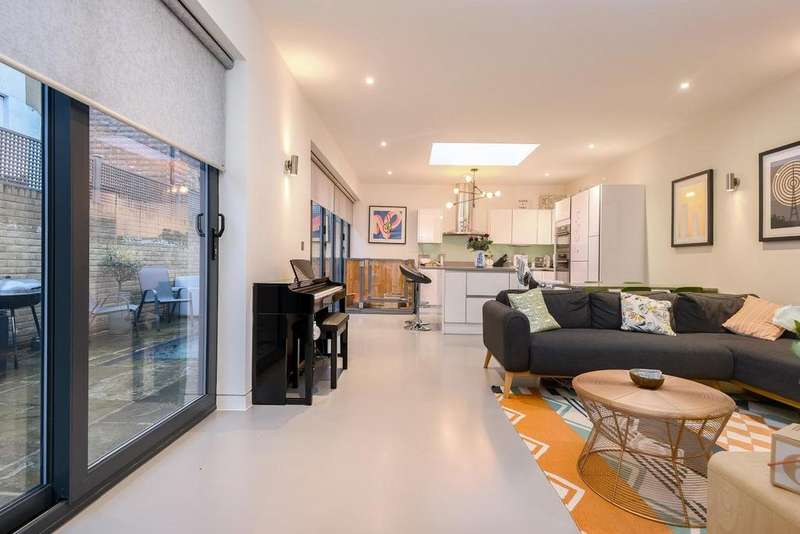 2 Bedrooms Detached House for sale in David Mews, Greenwich