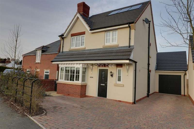 4 Bedrooms Detached House for sale in Codsall Wood Road, Codsall Wood, Stafford
