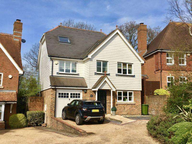 5 Bedrooms Detached House for sale in Pucknells Close,
