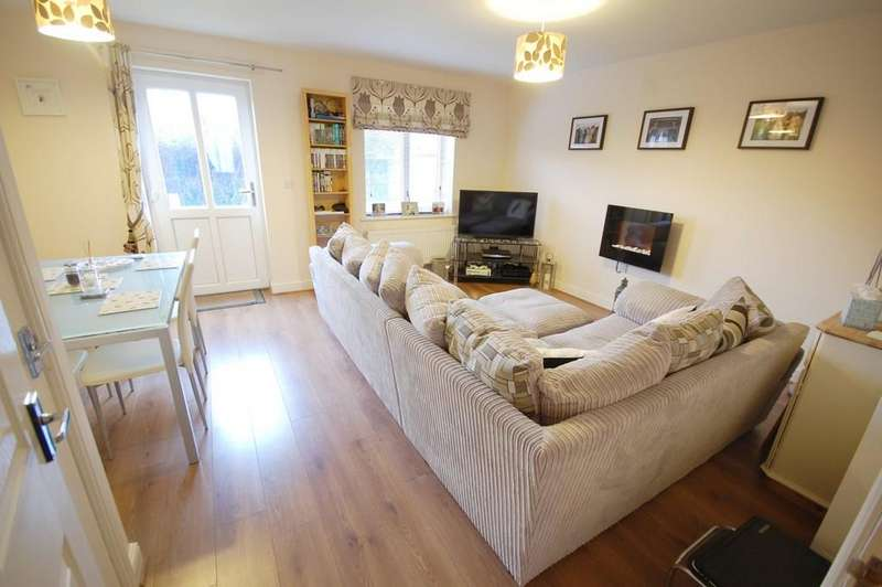 3 Bedrooms Semi Detached House for sale in Dales Way, Louth, LN11