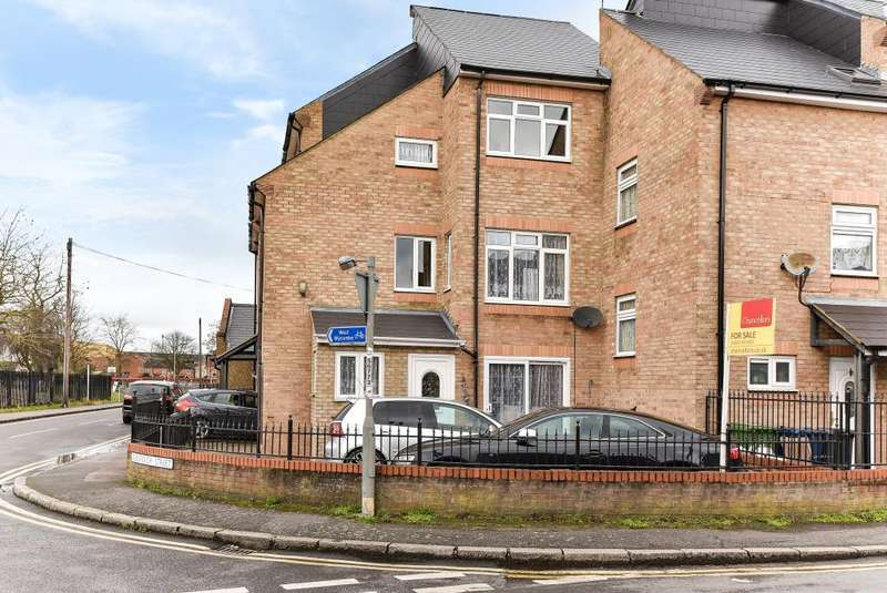 4 Bedrooms House for sale in High Wycombe, Buckinghamshire, HP11