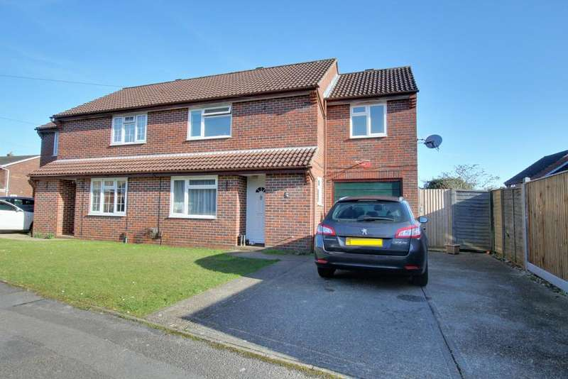 3 Bedrooms Semi Detached House for sale in CLANFIELD