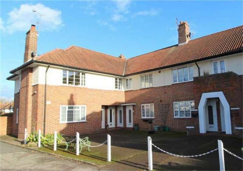 2 Bedrooms Maisonette Flat for rent in Village Way, Ashford, Surrey