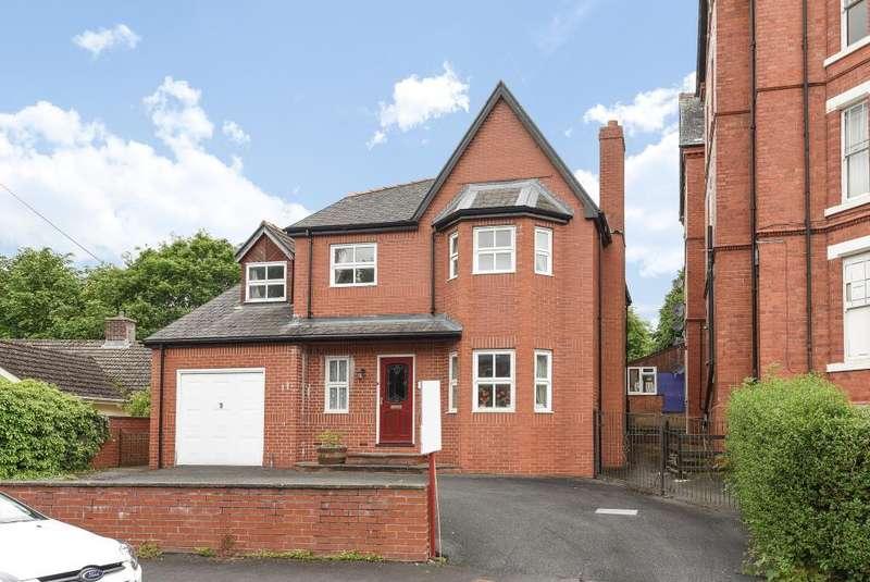 4 Bedrooms Detached House for sale in Arlais Road, Llandrindod Wells, LD1