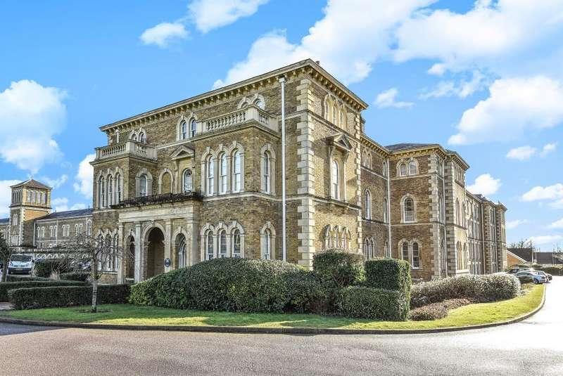2 Bedrooms Flat for sale in Princess Park Manor, Friern Barnet, London, N11, N11