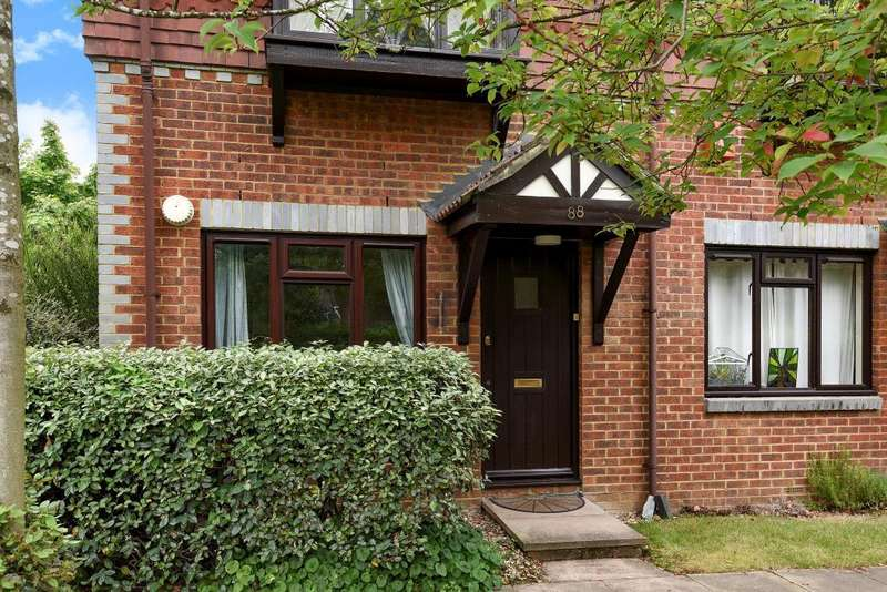 1 Bedroom Maisonette Flat for sale in Woking, Surrey, GU22