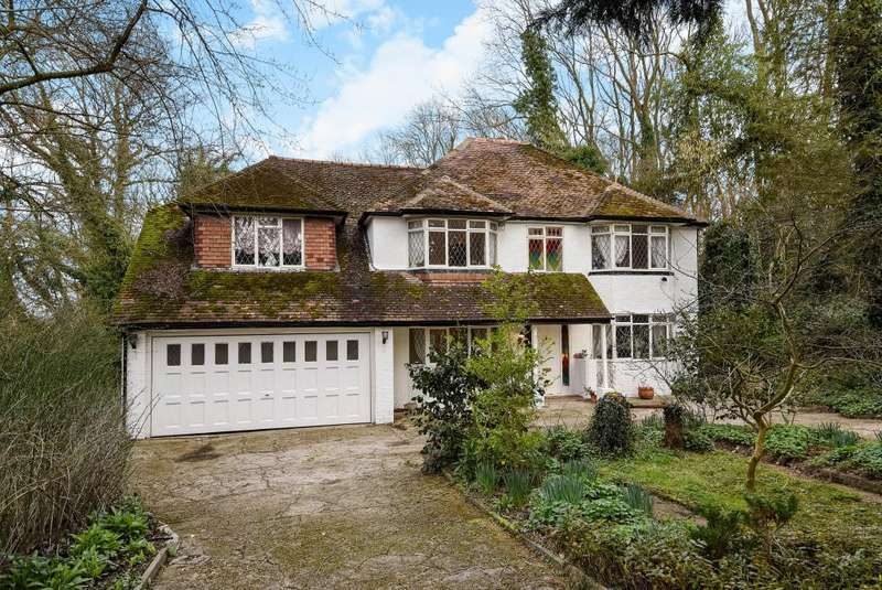 4 Bedrooms Detached House for rent in Bakers Wood, Denham, UB9