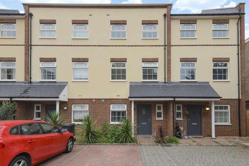 4 Bedrooms Detached House for sale in Woking, Surrey, GU22