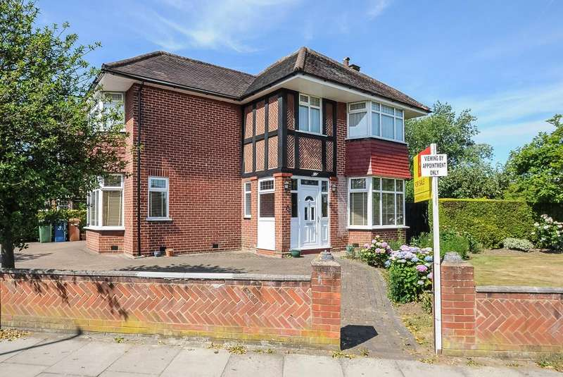 3 Bedrooms Detached House for sale in Stanmore, Middlesex, HA7