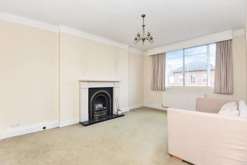 2 Bedrooms Flat for sale in CHARLBERT COURT, ST JOHN'S WOOD, NW8, NW8