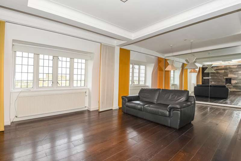 3 Bedrooms Flat for sale in Wellington Court, St Johns Wood, NW8, NW8