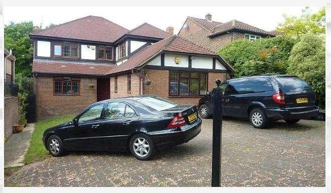 5 Bedrooms Detached House for rent in Barnet Gate Lane, Arkley, EN5