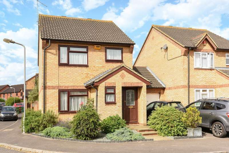 3 Bedrooms Detached House for sale in Westfield, Aylesbury, HP21