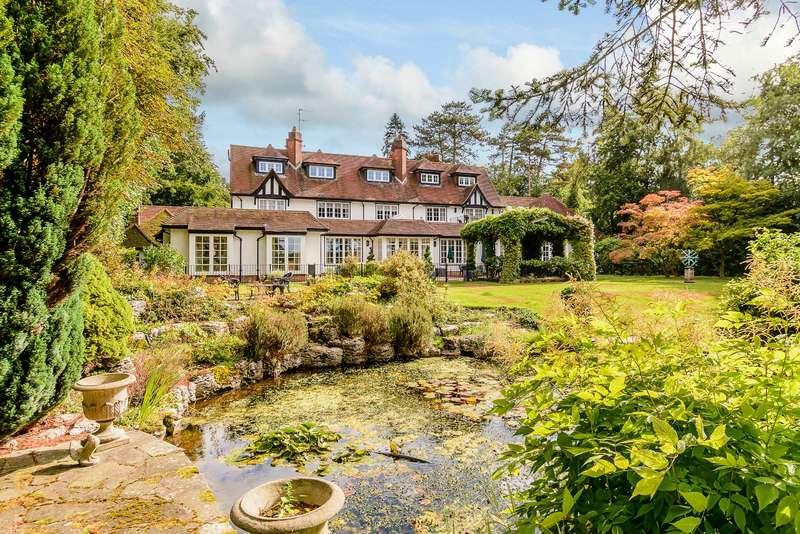 5 Bedrooms Detached House for sale in Chalfont Lane, Chorleywood, Hertfordshire