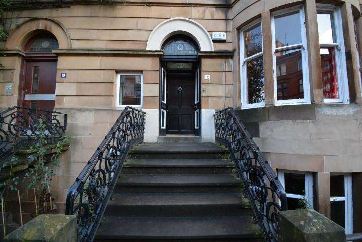 3 Bedrooms Apartment Flat for sale in 10 Highburgh Road, Dowanhill, G12 9YD
