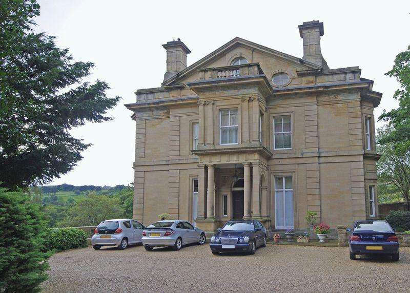 2 Bedrooms Apartment Flat for sale in Rosedale, Holywell Hall, Holywell Green, HX4 9AD