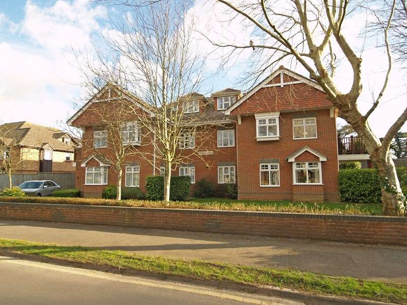 2 Bedrooms Flat for sale in Wortley Road, Highcliffe, Christchurch
