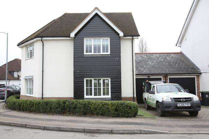 4 Bedrooms Detached House for sale in WALTER MEAD CLOSE, ONGAR CM5
