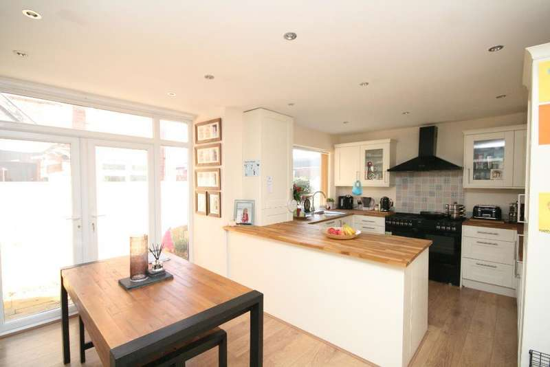 4 Bedrooms Semi Detached House for sale in Kensington Road, Southport, PR9 0RT