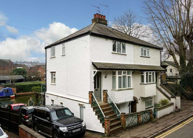 2 Bedrooms Semi Detached House for rent in Station Road , Berkhamsted HP4