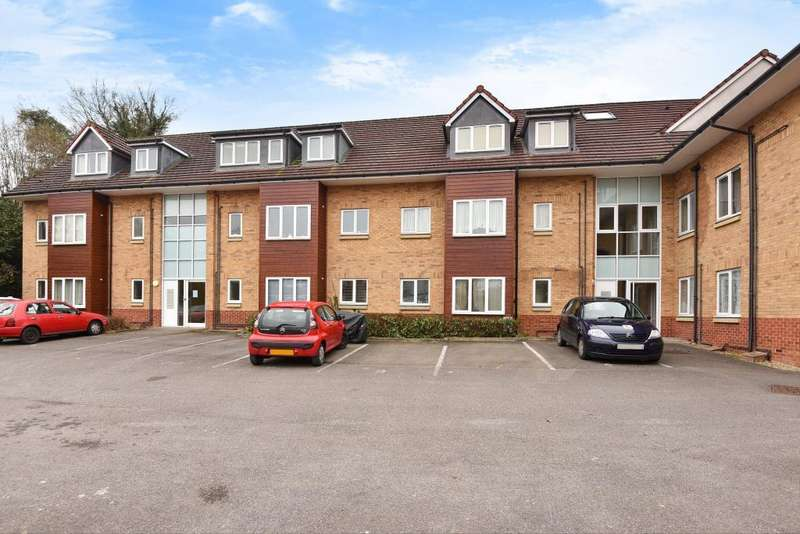 2 Bedrooms Apartment Flat for rent in Sandown Court, High Wycombe, HP12