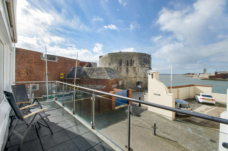 3 Bedrooms Flat for sale in Old Portsmouth, Hampshire