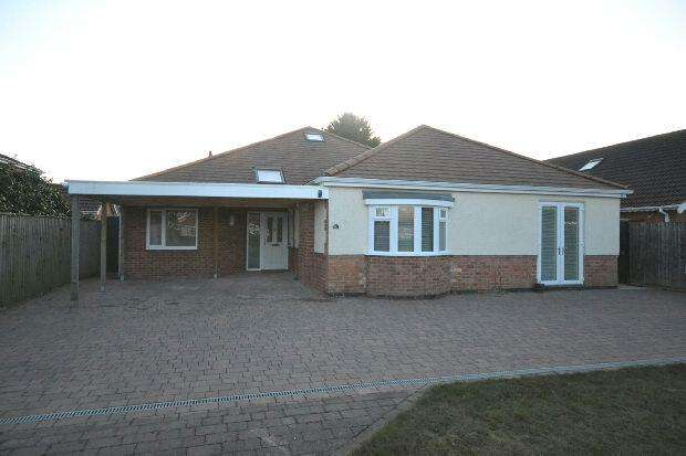6 Bedrooms Detached Bungalow for sale in North Sea Lane, Humberston, Grimsby