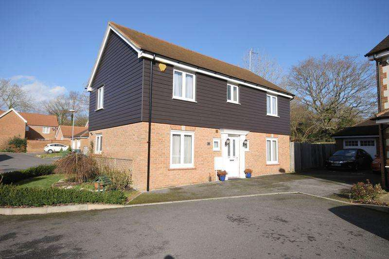 4 Bedrooms Detached House for sale in Orchard Close, Burgess Hill, West Sussex