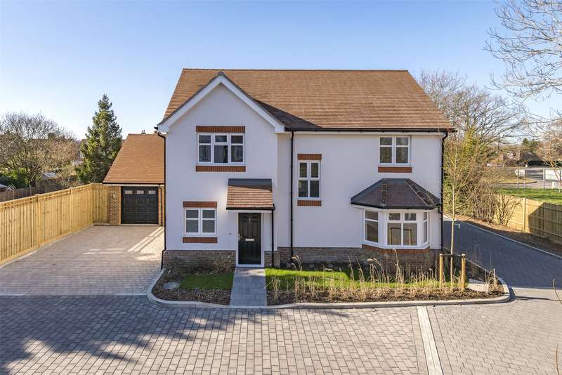 4 Bedrooms Detached House for sale in Campbell Close, Hookwood, Surrey, RH6