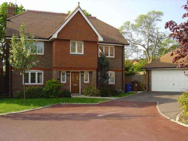 5 Bedrooms Detached House for rent in Oxfordshire Place, Warfield, Bracknell RG42