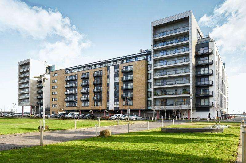 2 Bedrooms Apartment Flat for sale in Douglas House, Ferry Court, Cardiff